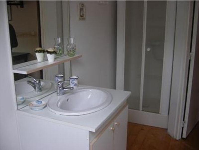 Chambre de gite avec salle de douche