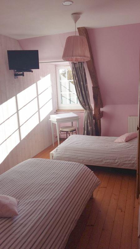 Chambre meublée avec décoration raffinée