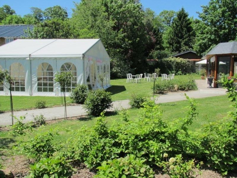 Salle de réception avec grand jardin
